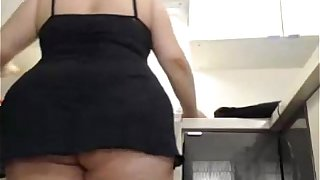 Huge ass granny work on kitchen